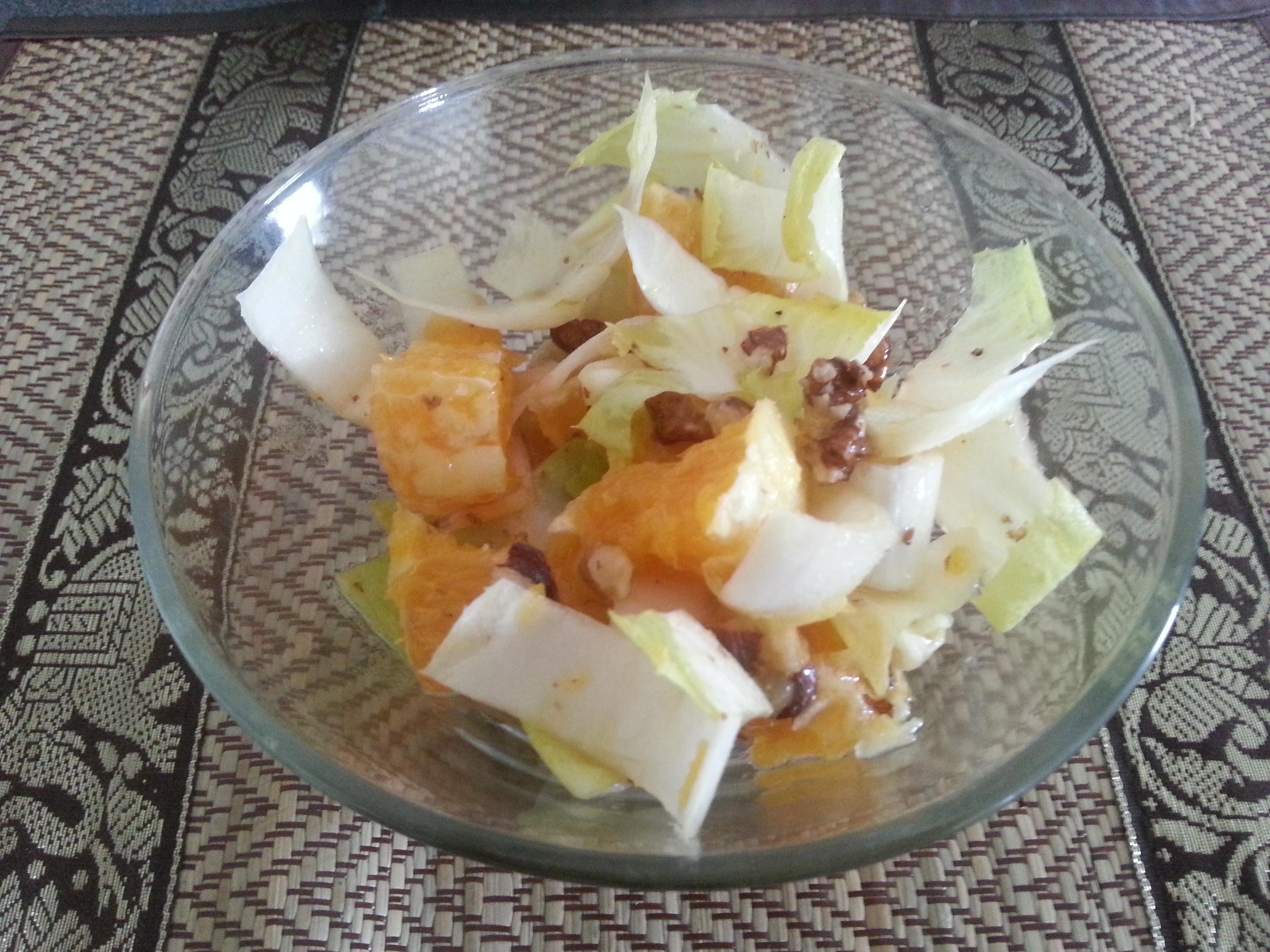 Salade  aux endives, aux oranges et aux noix